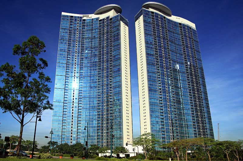 The 53-storey twin towers of Pacific Plaza have helipads for high-flying residents. Image credit: ZipMatch.com