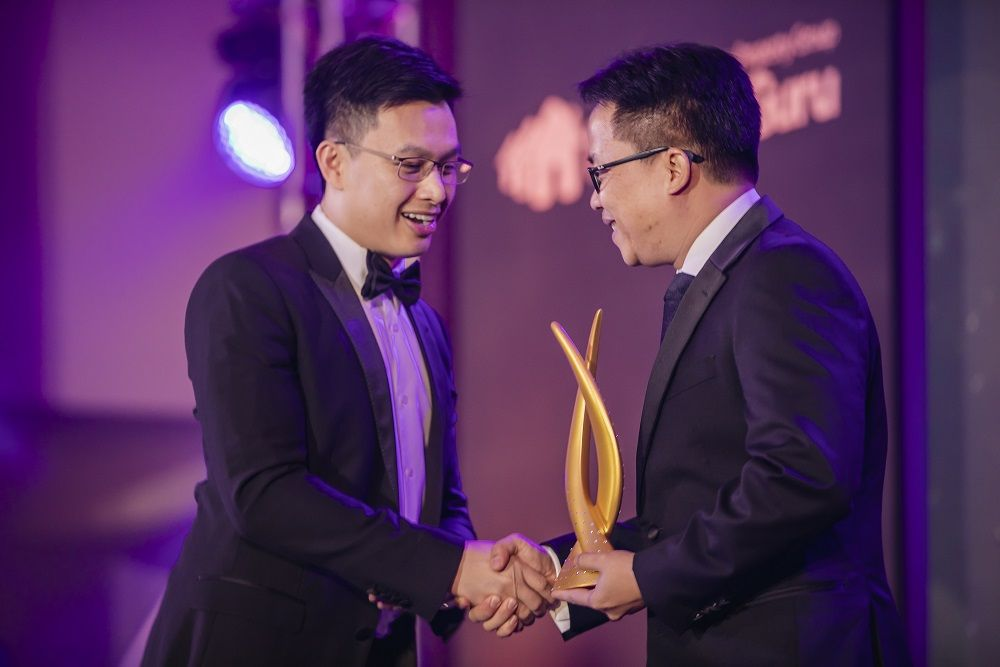 Nito H. Lim, managing director and co-founder of NI Development Co., Ltd. receives the prize for Best Retail Interior Design at the 2018 awards